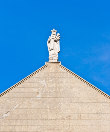 Estatua de la Virgen Mar�a y el cielo azul photo