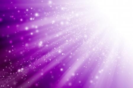 estrellas moradas: estrella de luz con fondo púrpura. Foto de archivo