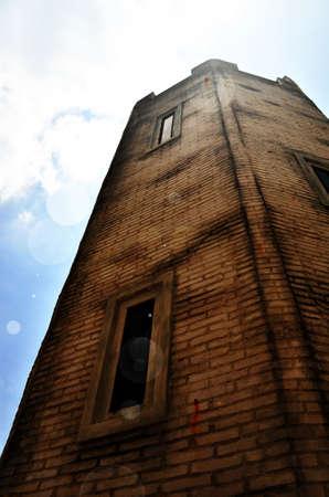 castello medievale: Torre del castello medievale con la luce solare. Editoriali