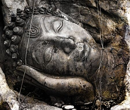 piedras zen: Cara del budda estatua