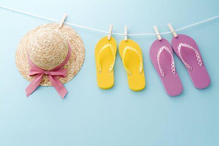 サンダルと帽子の夏のイメージ