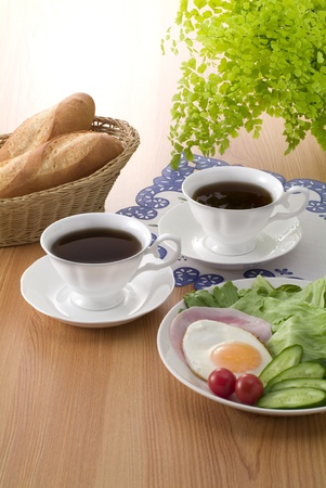 コーヒーと bleakfast のイメージのフランスのパン
