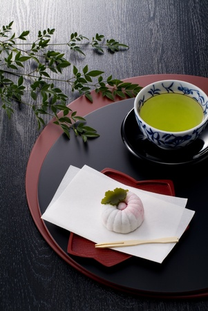 japanese hot tea and confectionery on lacquer trays Stockfoto