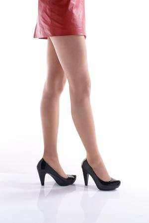 赤の短いスカートを着てのアジアの若い女性。 写真素材