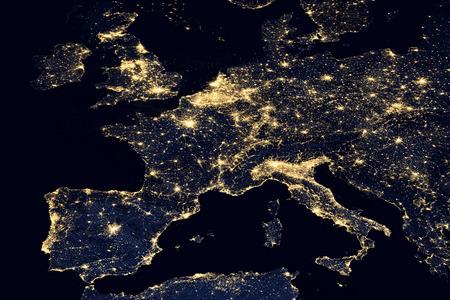 세계지도에서 도시의 불빛입니다. 유럽. 이 이미지의 요소는 NASA에 의해 제공됩니다.