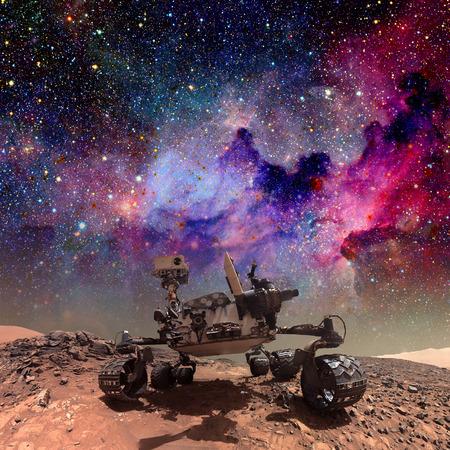 Curiosity rover onderzoekt het oppervlak van Mars. Stockfoto