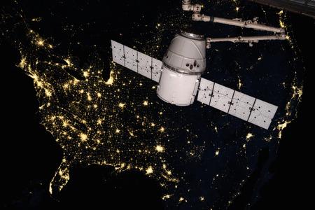 SpaceX Dragon een baan om de planeet Aarde.
