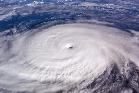 Tyfoon over planeet Aarde - satellietfoto. Elementen van deze afbeelding geleverd door NASA.