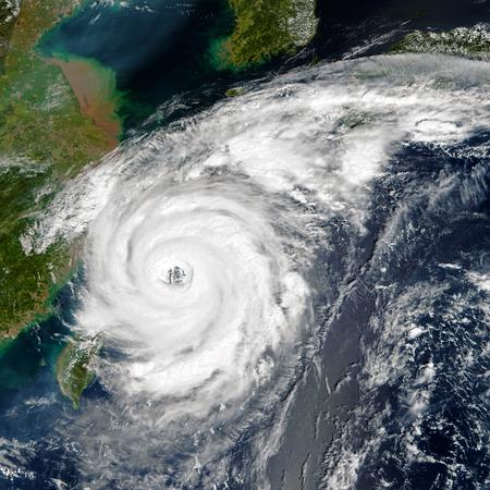 Burza tropikalna.