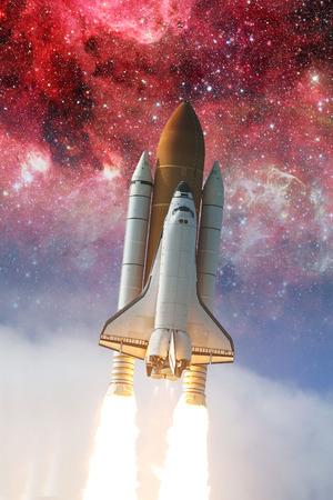 Space shuttle opstijgen op een missie. Stockfoto