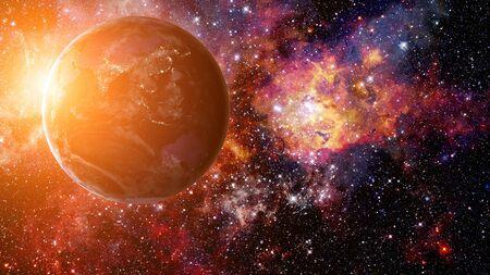 Schönheit des Erdsonnenaufgangs. Science-Fiction-Weltraumtapete, unglaublich schöne Planeten, Galaxien, dunkle und kalte Schönheit des endlosen Universums.