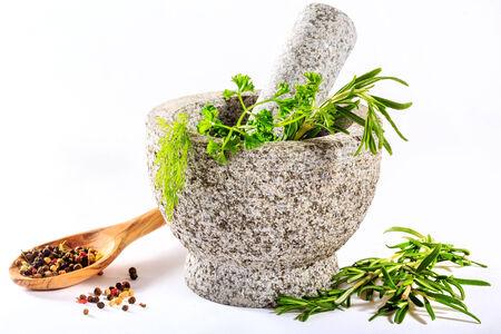 herbolaria: hierbas en mortero