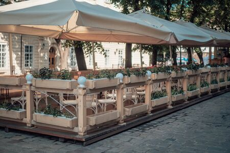 Street cafe under canopy. Nice and cozy cafe in the old town Foto de archivo - 135221481