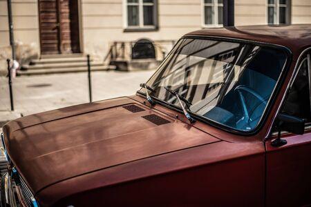 retro car. View of a red retro car Foto de archivo - 135385956