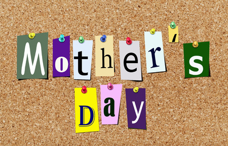 Illustration of magazine letter cut out mothers day on cork notice board Stok Fotoğraf