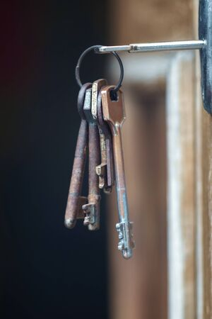 Key in the keyhole, blurred dark background, Imagens