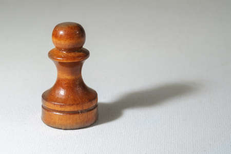 Chess piece pawn on a white canvass surface Banque d'images - 159176869
