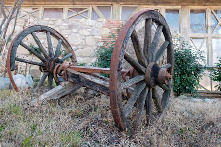 Old wooden horse cart carriage wheels at the farm yard 版權商用圖片