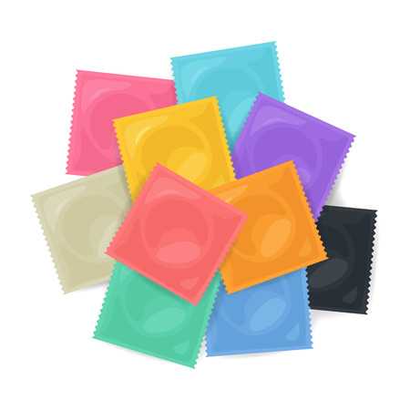 Pila del vector de condones de colores sobre fondo blanco. ilustración control de vectores condones a luz de color. método popular de anticoncepción