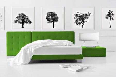 自然の最小限の寝室