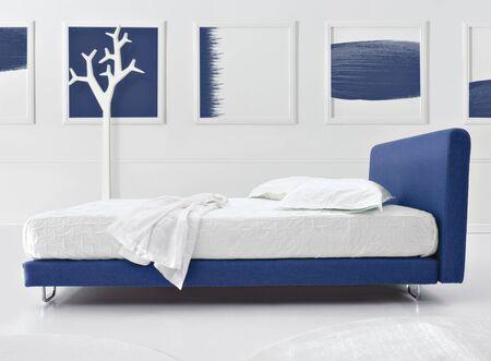 minimal bedroom Stock Photo - 12520973