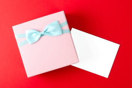 Gift box with bow and white greeting card. A place for a label Stock fotó