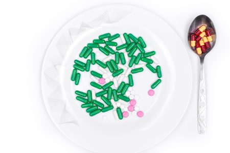 pilule: pills are on plate next to spoon with dose