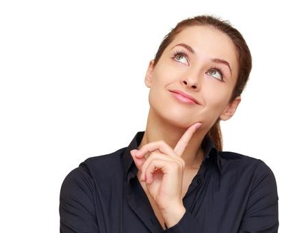 mujer pensativa: Pensando en la mujer de negocios mirando hacia arriba aislados en fondo blanco