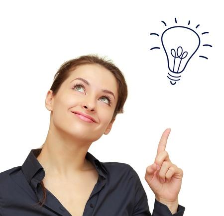 Piękne kobiety biznesu z żarówka pomysł światła powyżej ręce samodzielnie na białym tle