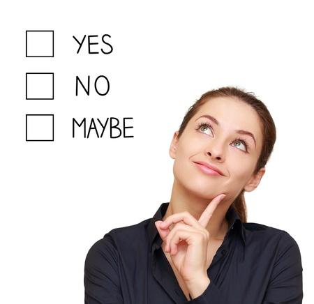 Myślenie business woman podejmowania decyzji tak, nie lub może samodzielnie na białym tle