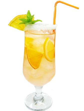 coctel de frutas: fruta amarilla limonada licuado c�ctel con hielo y menta Foto de archivo