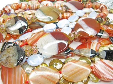Semigem gruppo di perline colorate isolato su sfondo bianco Archivio Fotografico - 11495431
