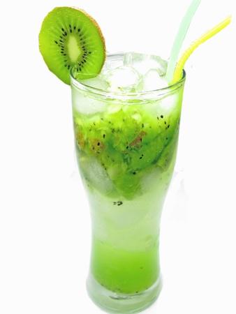 cóctel de frutas con jugo de kiwi, bebidas con hielo y menta Foto de archivo - 12477828