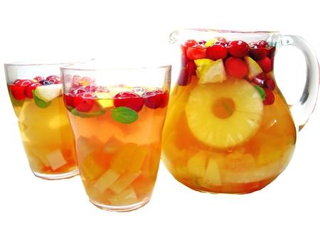 cruchon: frutos Cruchon c�ctel pu�etazo en jarra y vasos con hielo y la fruta