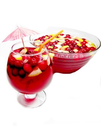cruchon: Cruchon c�ctel de frutas ponche en un taz�n y vaso con hielo y fruta