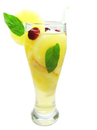 cruchon: Cruchon fruta c�ctel pu�etazo en vaso con hielo y fruta