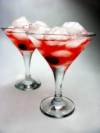 cruchon: c?cteles sin alcohol Cruchon con hielo y una cereza