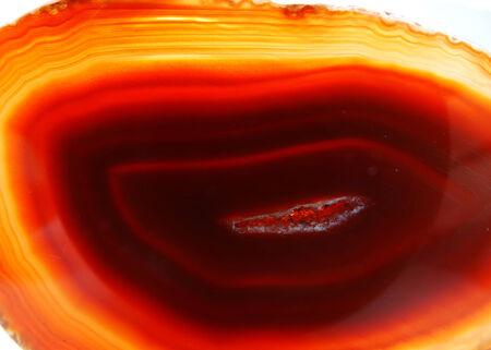 chalcedony: agata calcedonio semigem cristalli geode isolato minerale geologico