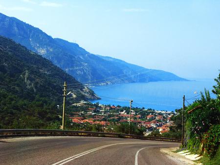 paisaje mediterraneo: mediterráneo vista del paisaje del mar de la costa y las montañas