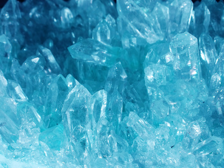 Acquamarina semigem cristalli geode isolato minerale geologico Archivio Fotografico - 50538136