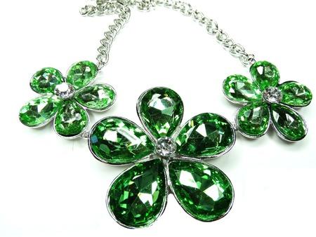 zafiro: collar de la joyería con los cristales brillantes