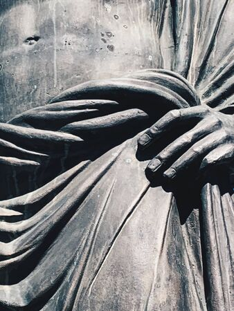 Close up bronze ancient statue man Imagens
