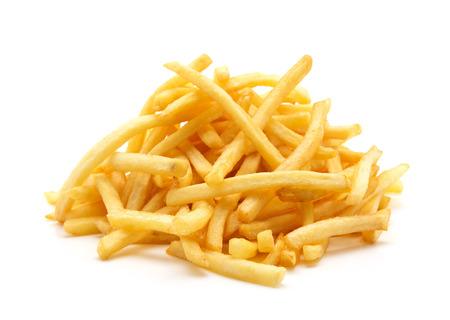 papas fritas: un mont�n de patatas fritas apetitosas sobre un fondo blanco Foto de archivo