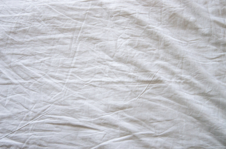 Top view of wrinkles on an unmade bed sheet after waking up in the morning. 免版税图像