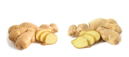 Frische Ingwerwurzel mit Scheiben und Blättern isoliert auf weißem Hintergrund