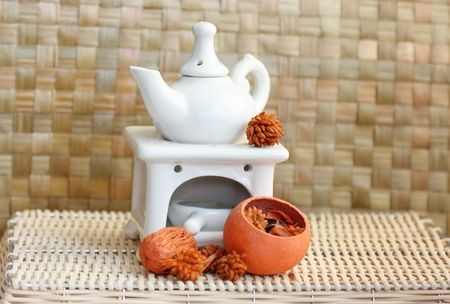 balmy: Fragrance lamp for meditation with dry aromatic flowers of orange color