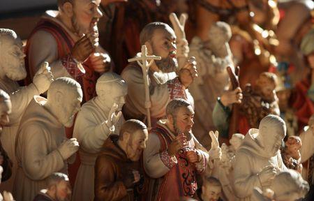 reverential: Souvenir sacerdoti e papa a Mercato di Natale