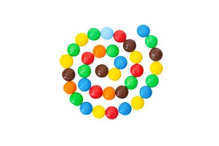 obesidad infantil: caramelo multicolor, colorido, dulces en forma de espiral aislado en un fondo blanco Foto de archivo
