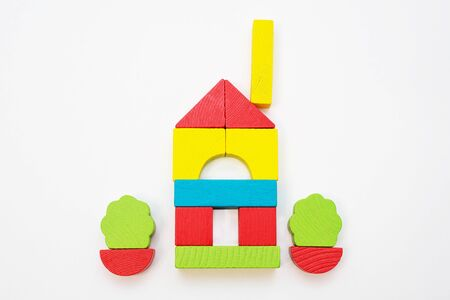 House built of children s wooden color constructor on a white background. Standard-Bild