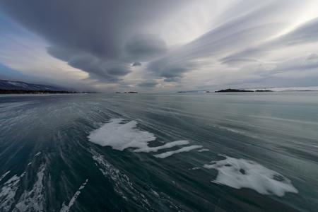 lenticular: Blizzard, snow flying across the ice, the sky, lenticular clouds